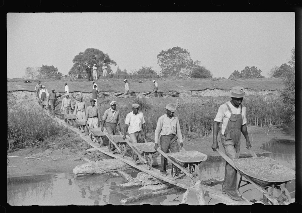 Levee workers, Louisiana, 1935. Image: Library of Congress