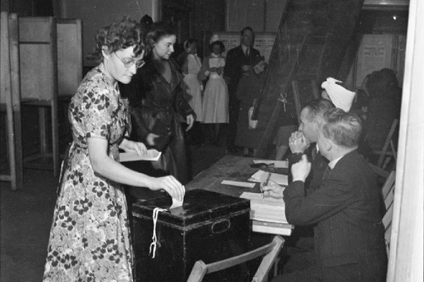 Voting in the 1945 UK general election (Image: Imperial War Museum)